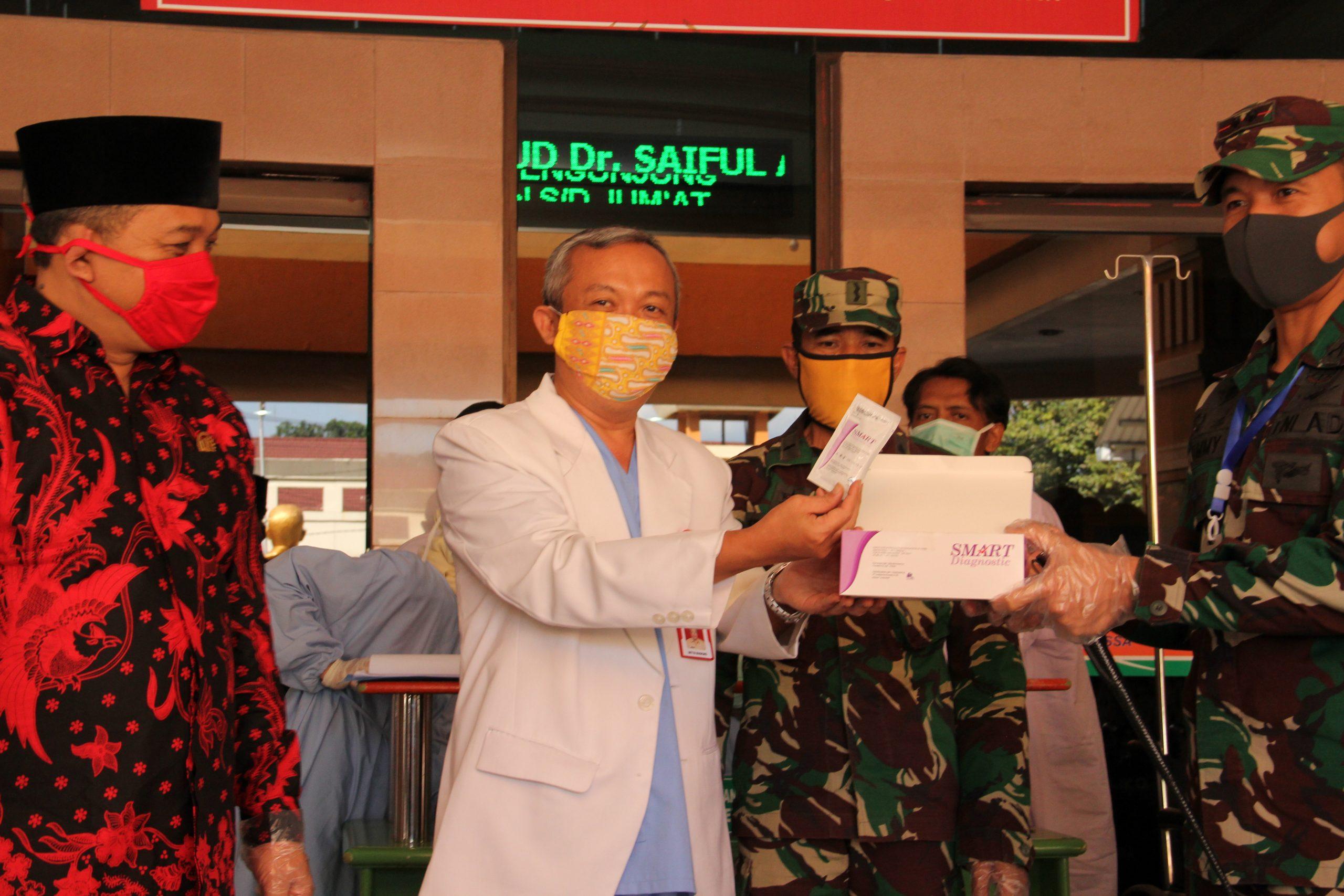 Serah Terima Bantuan Rapid Test CoVid-19 dan APD Oleh Ketua DPRD dan DANDIM Kota Malang